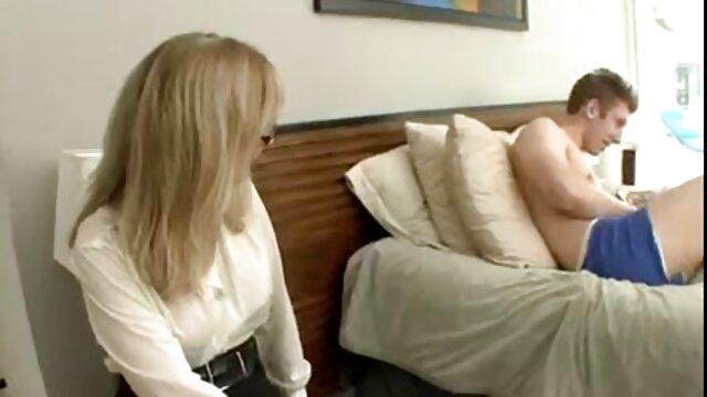 پورنو بدون ثبت نام  باز کردن واژن سکس فول اچ در داخل