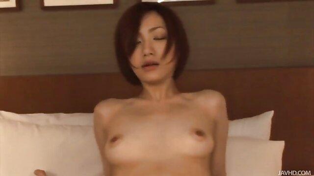 پورنو بدون ثبت نام  دختر در جوراب ساق بلند سفید سینمایی فول سکسی