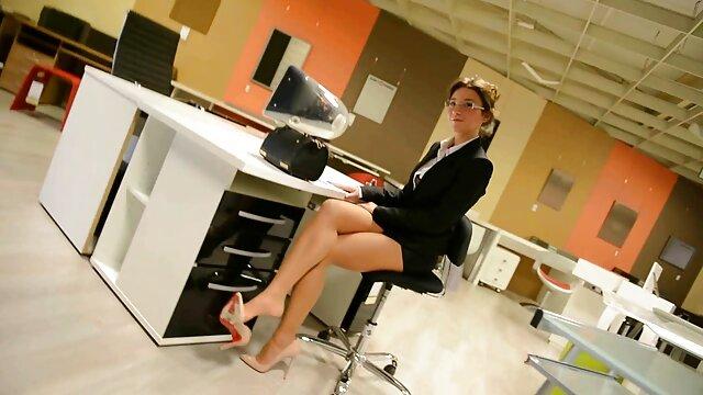 پورنو بدون ثبت نام  سامانتا سن, لباس پوشیدن فیلم سکسی فول اچ و به عنوان یک دختر مدرسه ای خوشحال است