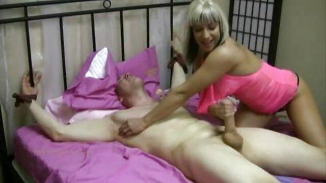 پورنو بدون ثبت نام  رابطه جنسی سکسفول در حالی که پدر و مادر در خانه نیست